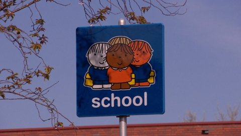 Parkeren-bij-school-zorgt-voor-gevaarlijke-situaties